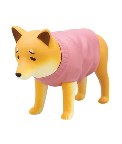服を着たくない犬